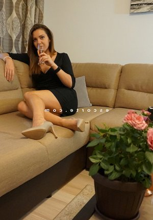 Nomena sexemodel escorte girl